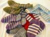 Weißt du wie man Socken strickt? Nicht mehr so ganz, dann schau mal nach wie einfach das geht...