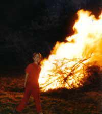 Wer spät am Abend des Karsamstages durch das Lavanttal fährt, sieht sich rundherum von Osterfeuern eingekreist.